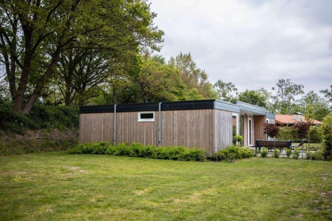 003-23-bungalow-buiten-zijkant