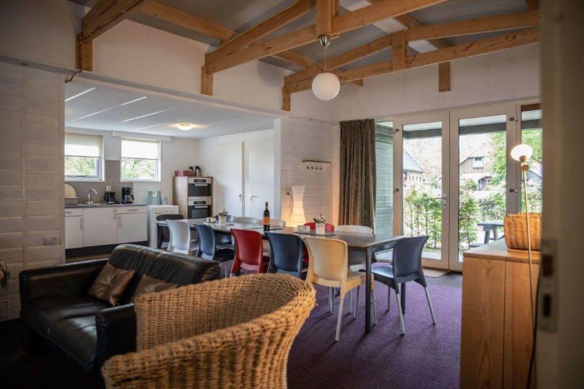 Bungalow 11: woonkamer en keuken