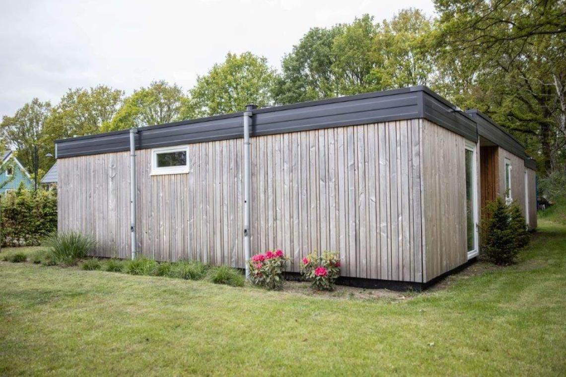 004-23-bungalow-buiten-zijkant